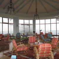 サンルームのような喫茶室  ここに望遠鏡があります