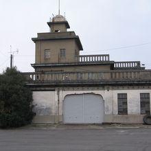 坂出市倉庫 (旧港湾事務所)