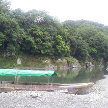 長瀞渓谷と川下りの船