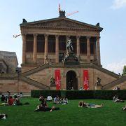立派な建物の美術館