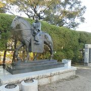 キリシタンゆかりの地に建つ像