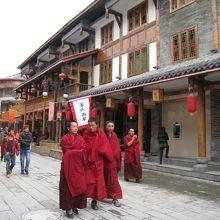 僧侶も観光に来ているよ