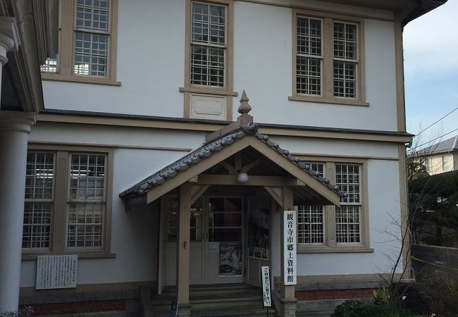 建物を見る博物館