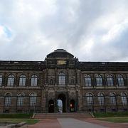 ツヴィンガー宮殿の一角です。