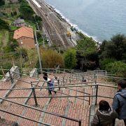 坂の上の街 365段の階段を上がる.狭い丘に建物がひしめき合うが,景色は素晴らしい