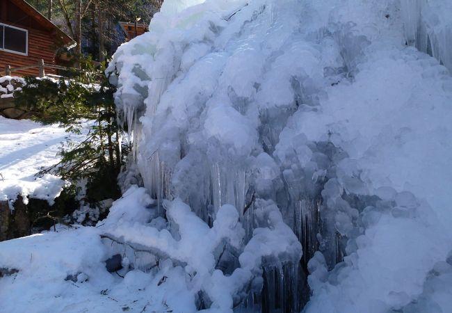 三十槌の氷柱の上にあります