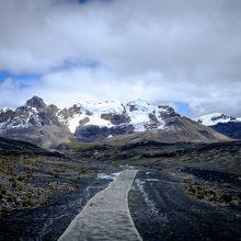 氷河に行く遊歩道。振り返ったところです。