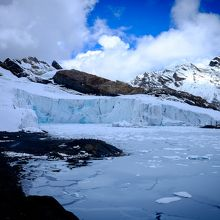 パストルリ氷河の先端。どんどん崩れているそうです。