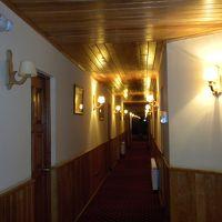 廊下を境に左右の部屋では眺望が全く異なります