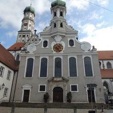 手前がプロテスタントのウルリヒ教会