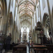 奥のウルリヒ&アフラ教会は装飾が素晴らしい