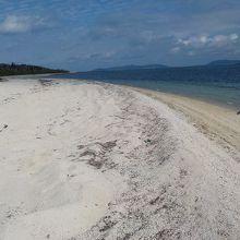 キトッチ浜付近。ナーラサ浜を振り返る。