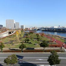 「都立汐入公園」です。広大です。