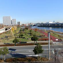 都立汐入公園です。隣りは隅田川です。