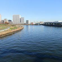 汐入公園付近で隅田川は左に大きく曲がります。