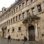 中央広場の先の旧市庁舎地下に中世の拷問房が残っているそうですが、怖いので今回はパスしました