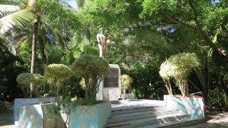 チーフアグルブ像