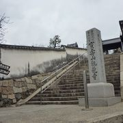 鶴形山にあります