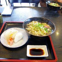 私の注文したごぼう天蕎麦とにぎり寿司のセットです。
