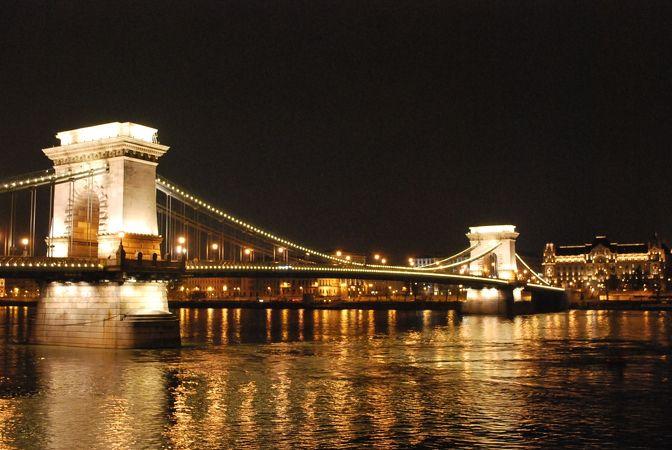 セーチェニー鎖橋