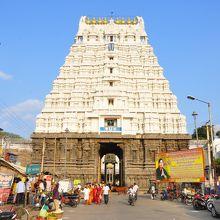ワラダラージャ ペルマール寺院