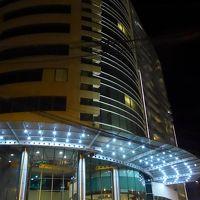 ホテル入り口付近の夜景