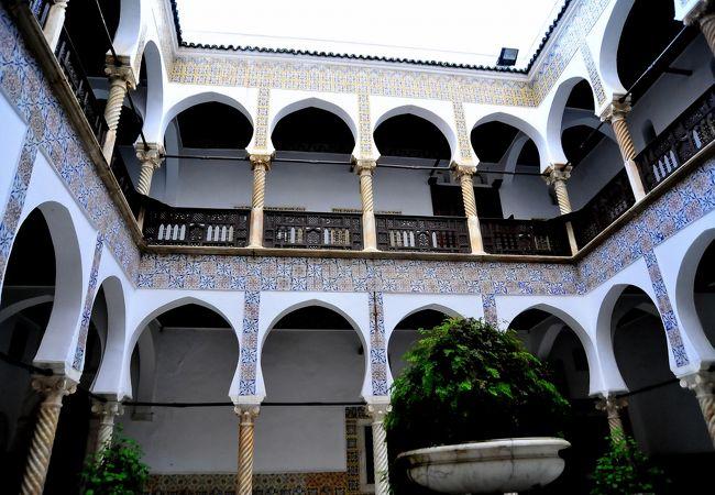 一見に値する「書道美術館」,ムスタファ・パシャ宮殿