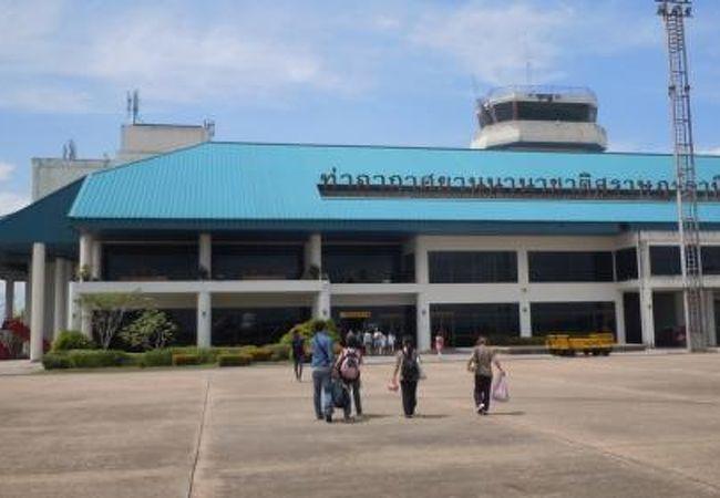 国際空港だがローカルな地方空港