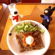 リサとガスパールモチーフのカフェ