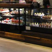 横浜そごうの地下二階。人気のケーキ屋さんです