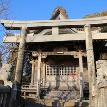 隣接する一木神社
