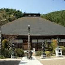 厳かできれいなお寺です。