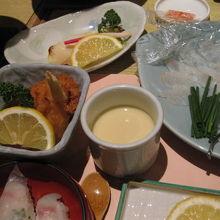 ふぐの唐揚げ、ふぐのお寿司、ふぐのお刺身等です♪^^