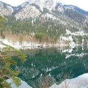 湖面に映る山々がきれい。