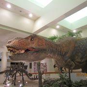 動く恐竜模型