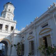 白く美しいモスク