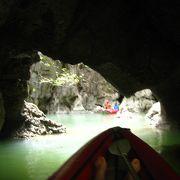 鍾乳洞のトンネルを潜って島の真ん中に!
