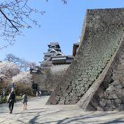 加藤・細川の時代を伝える、二様の石垣。