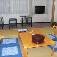 一人で泊まるには広い部屋。海側ではないです。