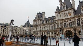 パリ市庁舎広場のアイススケート