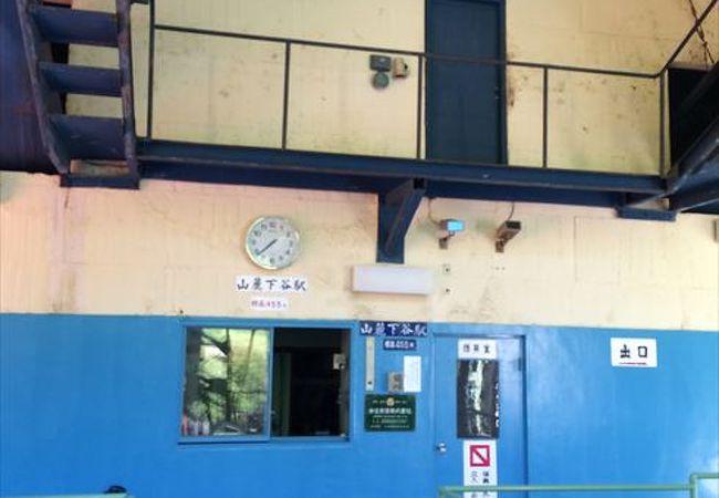 山麓下谷駅です。この駅、石鎚山への玄関口となっていて、多くの人で賑わっています。この駅から山頂までは、3時間程度となります