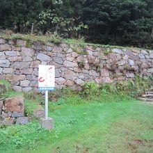 月山富田城本丸への山中御殿跡からの上り口。