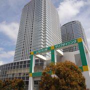 海浜幕張駅北側にそびえるツインタワー