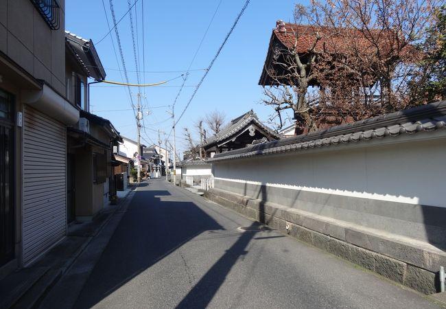 9つの寺院が並ぶ通りが圧巻