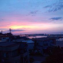 津軽小泊館から港方面、夕日です