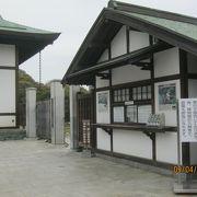 徳島城の御殿の庭園を復元しています。