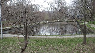 立入禁止の池