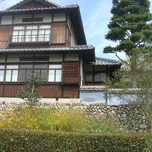 なかなかいい雰囲気のお屋敷。