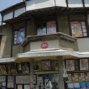今でも使用される大正15年築の映画館