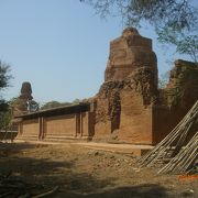 回廊の上に仏塔が載るバガン朝最古の建築物